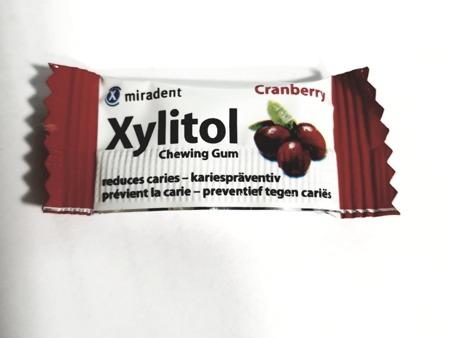 MIRADENT Xylitol Chewing Gum - guma do żucia z ksylitolem przeciw próchnicy, 2 szt, smak żurawina
